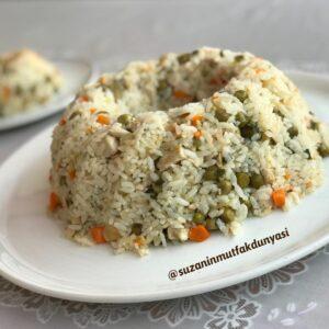Tavuklu Garnitürlü Pirinç Pilavı